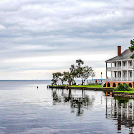 Colonial Edenton by Lou Plummer - Buildings & Architecture Homes ( harbor, travel, roanoke, albemarle, edenton, river,  )