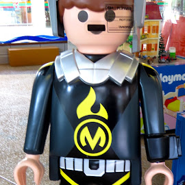 Playmobil, Futuristic M-man by Alan Chew - Artistic Objects Toys