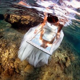 Underwater bride by Ivan Tomaš - Wedding Bride
