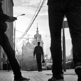 October. moscow. by Vlad Sidorak - City,  Street & Park  Street Scenes ( black and white, street, silhouettes, street photography,  )
