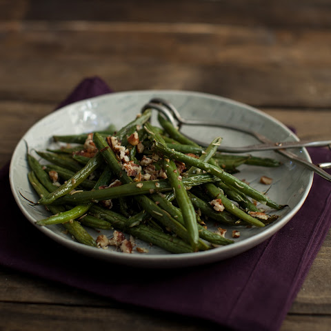 Rosemary Roasted Green Beans with Pecans
