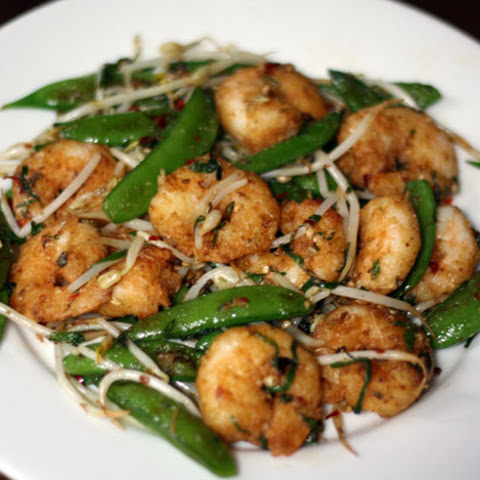 Crunchy and Spicy Shrimp Stir-Fry with Snap Peas