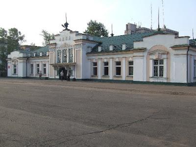 Das Bahnhofsgebäude von Ust-Kut, welches den Stationsnamen Lena trägt.