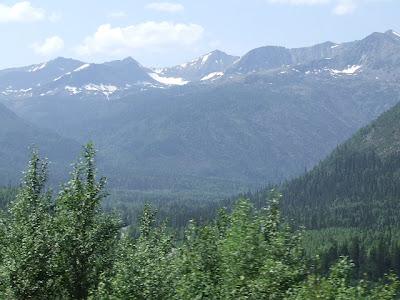 Wir winden uns ins Baikalgebirge hinauf, umringt von zweitausender Gipfeln.