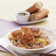 Seared Scallops with Sautéed Fennel, Orange, and Red Onion