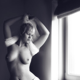 sensual curves by Catchlights Fotografie - Nudes & Boudoir Artistic Nude ( blonde, nude, cloth, naked, white, blond, windows, hips )