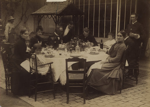 Meal in the residence at the chaussee of Charleroi in Brussels. (1885-1890)