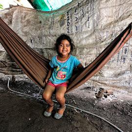 Happy child by Rafael Arnoldo Martínez Zúniga - Babies & Children Child Portraits ( child, nicaragua, hammock, granada, portrait )