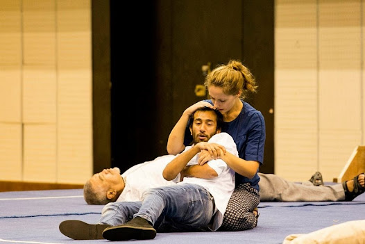 The sports auditorium fell completely silent as Nameem Hayat (Hamlet) dies in Phoebe Fildes' (Horatio) arms.