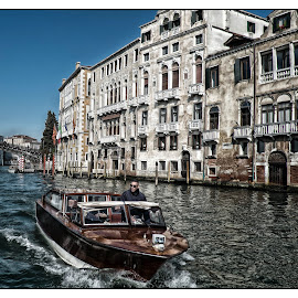 Grand canal by Guy Gillade - City,  Street & Park  Historic Districts ( grand canal, venice, italy )