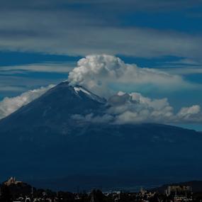 Raginf volcano by Cristobal Garciaferro Rubio - Landscapes Mountains & Hills ( clouds, mexico, popocatepetl, eruption, smoking volcano, smoke )