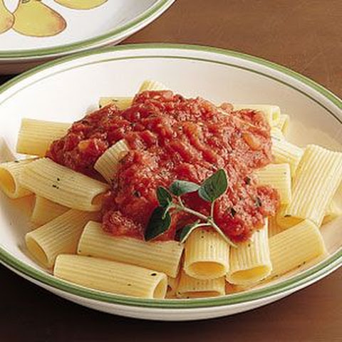 Pasta with Tomato and Toasted Garlic Sauce