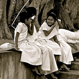 Sil Eththo by Kenath Perera - People Family