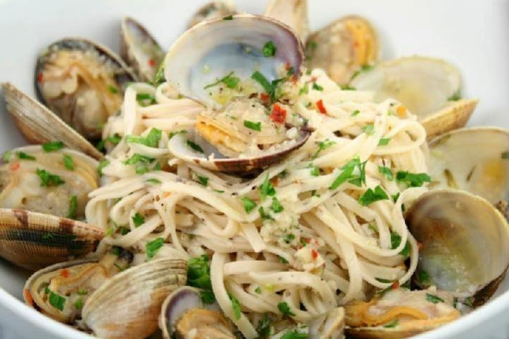 Linguine with White Clam Sauce Recipe | Yummly