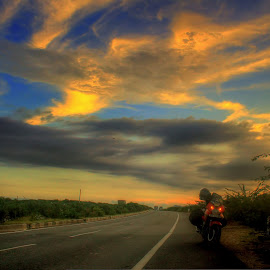 Motorcycling India by Santanu Banerjee - Transportation Motorcycles