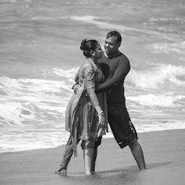Love at the sea by Joydip Chakraborti - People Couples ( love, discove, cozy, puri, intimate, relation, sea, couple, fun,  )