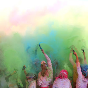 Color Bomb by Paul Hopkins - Sports & Fitness Running (  )