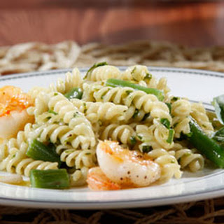 Barilla® White Fiber Rotini with Arugula Pesto, Shrimp and Green Beans