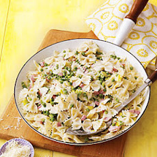 Bow-Tie Pasta with Ham, Leeks and Peas