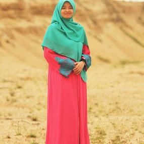hijab photoshoot by Khairur Rijal Pauzi - People Fashion ( canon, girl, photoshoot, hijab )