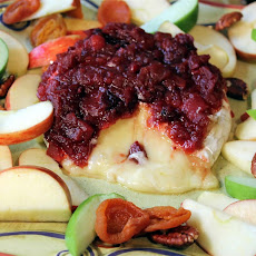 Baked Brie Topped with Cranberry Chutney