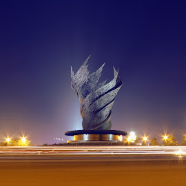 .::Harapan::. by Dudhy Naruya - Buildings & Architecture Statues & Monuments ( indonesia, night, architecture,  )