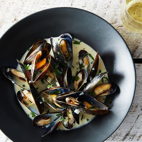 Beer Steamed Mussels With Parmesan Croutons Recipes — Dishmaps