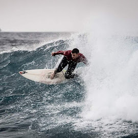 by Guy Henderson - Sports & Fitness Surfing ( surf, surfing, lasanta, lanzarote, canaryislands, surfcanary, swell, sportsphotography, waveriding, boardriding, rad, shrickapp )