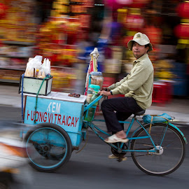 Saigon - Ice cream seller by Andre Minoretti - People Street & Candids ( transporter, streetphotography, street life, vietnam, saigon, seller, people )