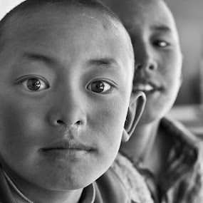 brothers by Alex Ribowski - People Family ( , black and white, b&w, child, portrait, improving mood, moods, red, love, the mood factory, inspirational, passion, passionate, enthusiasm, Travel, People, Lifestyle, Culture, KidsOfSummer )