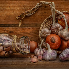 Spices of life by Margareth Perfoncio - Food & Drink Ingredients ( garlic, still life, light, onion )