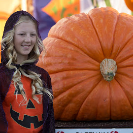 Junior Grower 304 lb pumpkin by Janet Marsh - News & Events Entertainment ( girl, pumpkin,  )