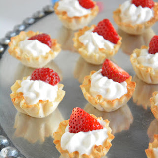 {5 Ingredient} Strawberries and Cream Tarts