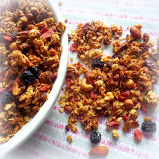 *Easy Goji Berry Granola*