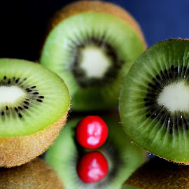 Kiwi slices by Prasanta Das - Food & Drink Fruits & Vegetables ( kiw, slices, composition )