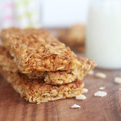 How to Prepare Tasty Honey and Almond Oat Biscuits