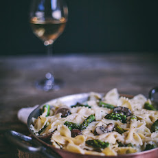 Creamy Bow-Tie Pasta with Mushrooms & Asparagus