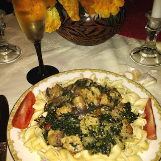Spinach-Mushroom Pasta & Meatballs in Garlic-Wine Sauce