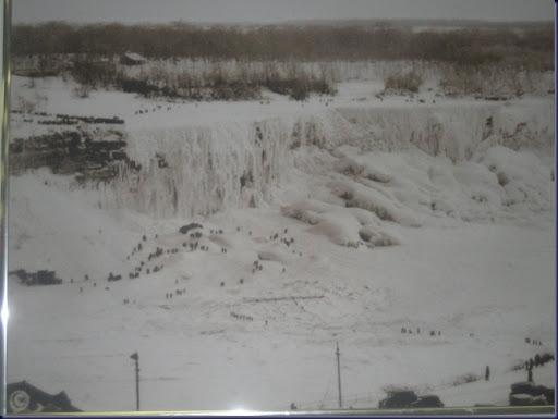 Niagara_falls_frozen