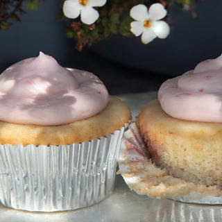 Strawberry–Cream Cheese Frosting