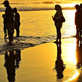 holyday on the beach by Yudi Dhaniwanto - People Family
