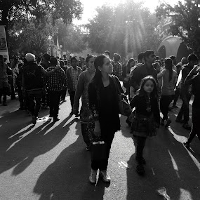 Don't leave my hand mom, by Sidd Harth - People Street & Candids ( mobilography, black and white, street, people, shadows )