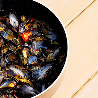 Mediterranean Mussels with Saffron & White Wine