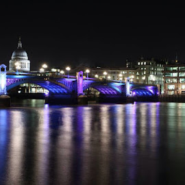 St Paul's across The Thames by Louise Wheatley - Novices Only Street & Candid ( london, the thames, st paul's, nightime )