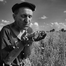 jeszcze kilka dni by Lech Iwiński Foto - People Portraits of Men