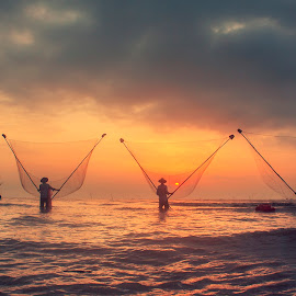 Working in dawn - VIET NAM by Tuấn Anh - Landscapes Beaches ( water, work, sky, dawn, sea, beach, landscape )