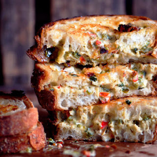 Grilled Chili-Cheese Spread Sandwiches