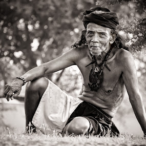 Suku Dayak Hindu - Budha Bumi Segandu Indramayu by Yoga Pratama - People Portraits of Men