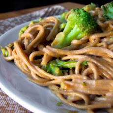 Noodles With Broccoli and Peanut Sauce (Vegan and Gluten-Free)