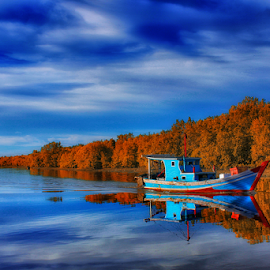 Back to the upstream by Dany Fachry - Transportation Boats ( boats, reflections, fishing, transportation, fishing boat )